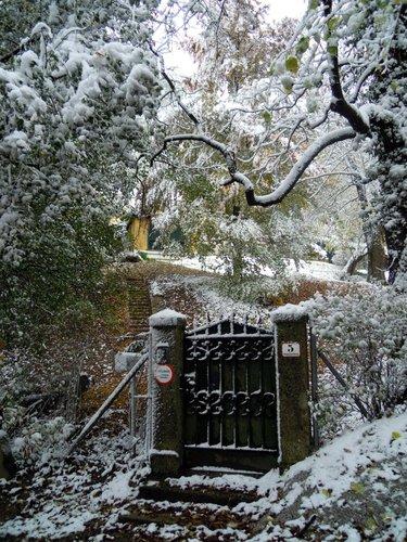 Yukiko Sugiyamas Impression vom Gartentor der Zweig-Villa auf dem Kapuzinerberg (Photo: Sugiyama)