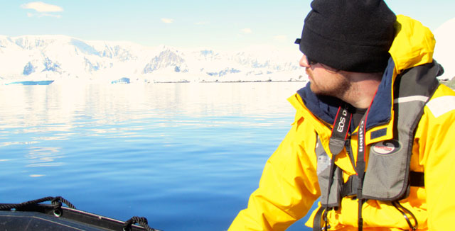 dover-antarctica-zodiac_640x346