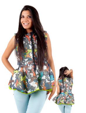 vesta dama cu fermoar cu imprimeu multicolor si croiala peplum