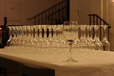 Weingläser vor der Eröffnung: einer nascht immer;-)