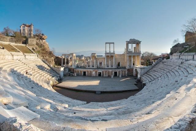 Amfiteatur_equi_2_CROP