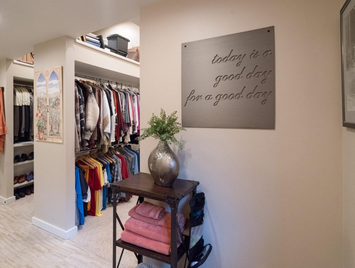 Walk-in closet storage racks