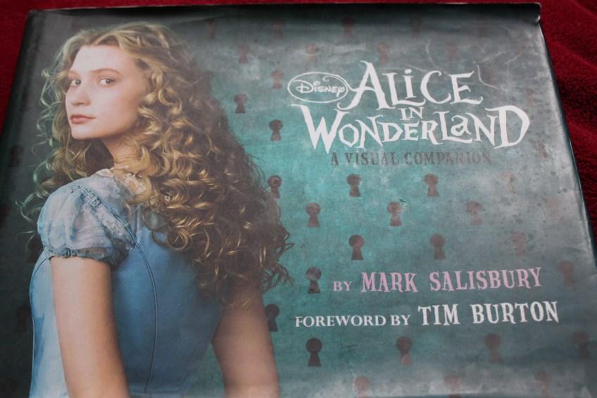 alice in wonderland visual companion resenha