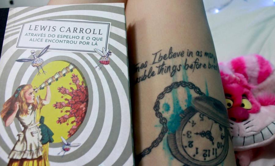 tatuagem alice no pais das maravilhas