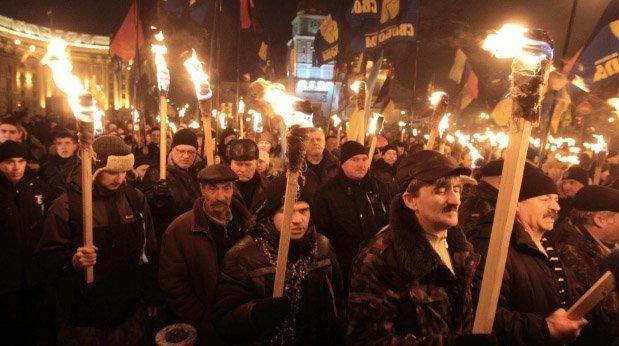 Ukrainske nynazister i fakkelmarsj, mediene i Norge sier ingenting