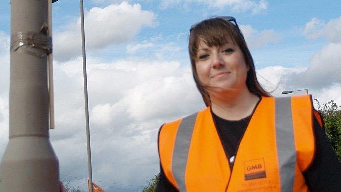 Deanne Fergusson, regional organisasjonsarbeider i fagforbundet GMB som prøver å organisere arbeidere ved online-bedriften Asos ved Barnsley i Yorkshire (Foto: Halvor Fjermeros)