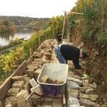 Mauern werden von Grund neu aufgebaut