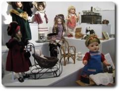Historische Puppen im Spielzeugmuseum