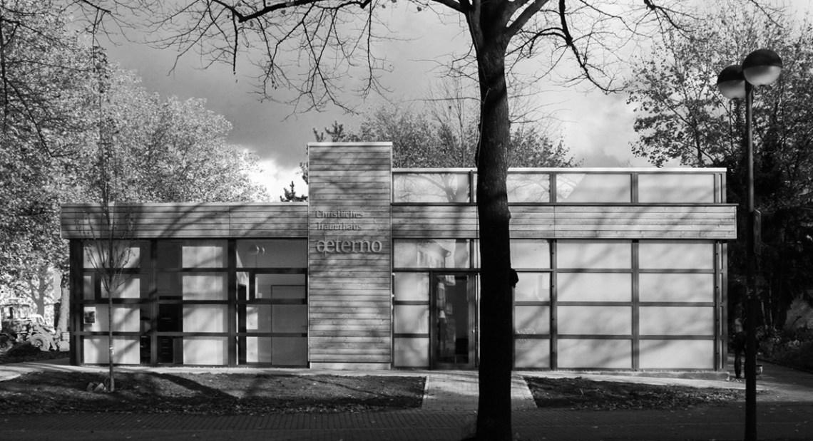 04-328 Trauerhaus Marl Aussenansicht.jpg