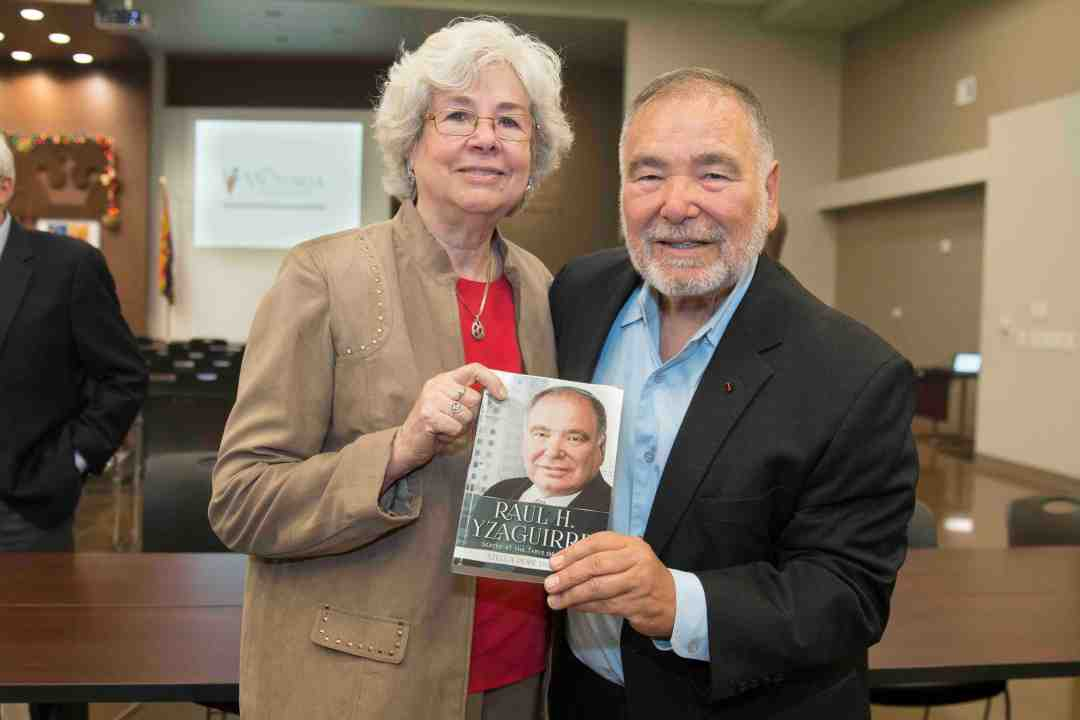 x Raul Yzaguirre Book signing Photo by Phil Soto 10