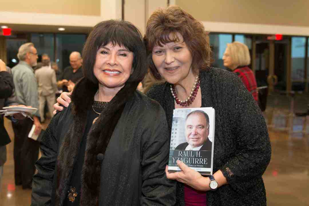x Raul Yzaguirre Book signing Photo by Phil Soto 115
