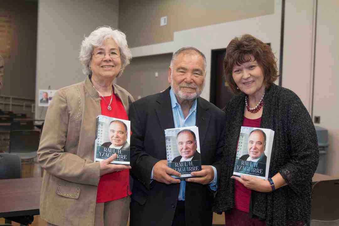 x Raul Yzaguirre Book signing Photo by Phil Soto 18