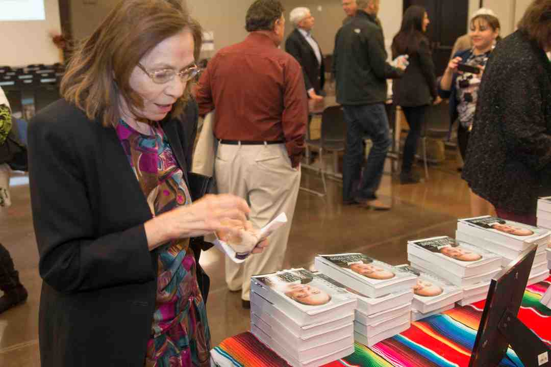 x Raul Yzaguirre Book signing Photo by Phil Soto 26