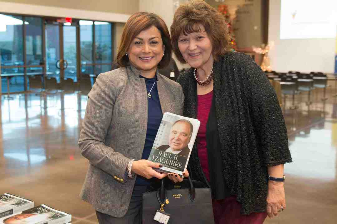 x Raul Yzaguirre Book signing Photo by Phil Soto 46