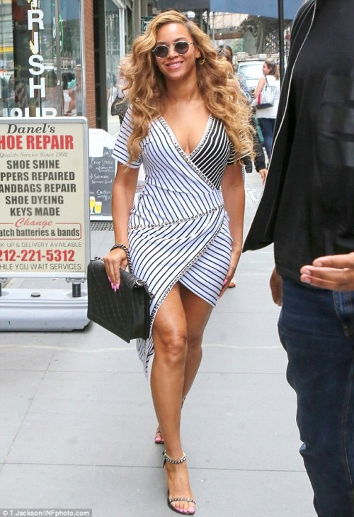 via The Daily Mail, Beyonce in Manhattan on July 2 in a figure-flattering and very on-trend striped dress. That structured bag, though!