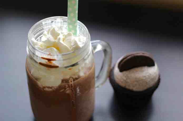Oreo Chocolate Cupcake Shakes - 7.jpg