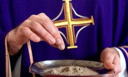 Ash-Wednesday-Priest-holds-ashes