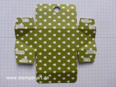 Swaps für Düsseldorf nach StempelART, Stampin up, bebilderte Anleitung, Tutorial, Dreiecksbox, 6x6, Tannenzauber, Tannen und Zapfen, Ritter Sport Mini Würfel