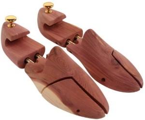 Cedar shoe tree