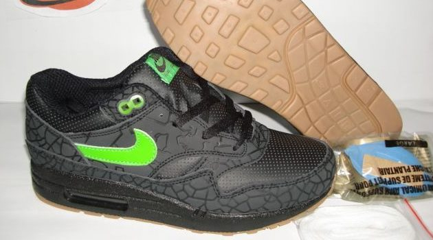 nike fake black sneakers with green logo
