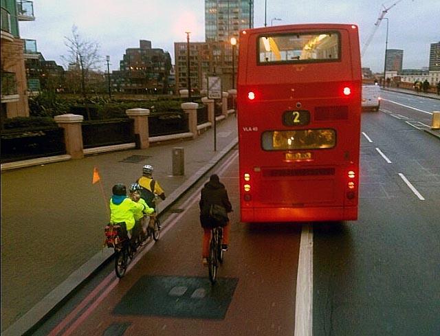2013.02.24 - Использование велосипедистами выделенных полос движения общественного транспорта