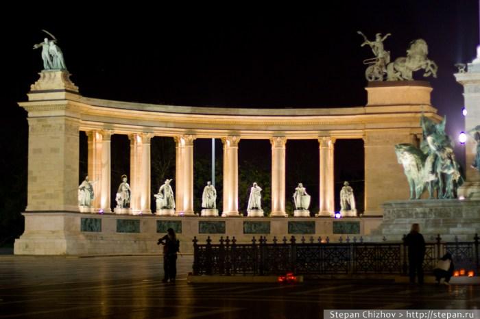 Тыквы к хэллоуину на площади героев в Будапеште. Путешествие в Венгрию