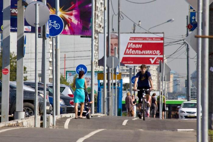 07 - В этом раю столбиков велосипедистам приходится объезжать коляски, встречающиеся  на велодорожке