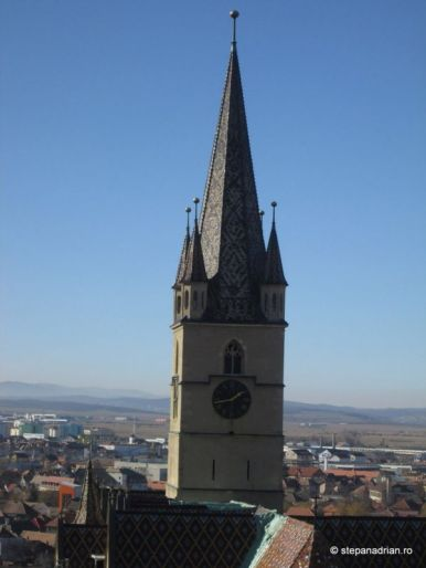 Turnul Sfatului Sibiu-vedere biserica