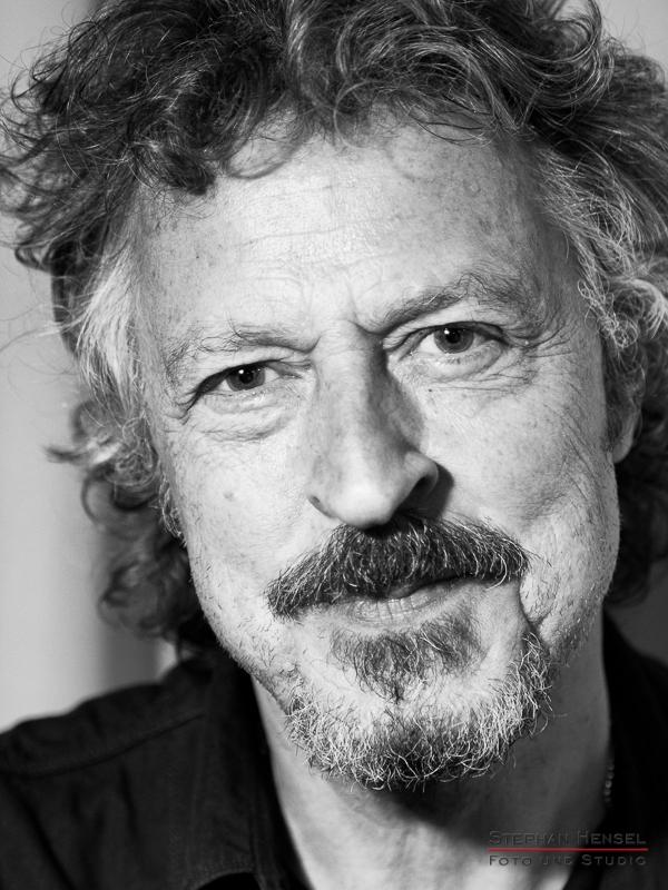 Wolfgang Niedecken im Backstagebereich vor dem Auftritt, Portraitfotograf: Stephan Hensel