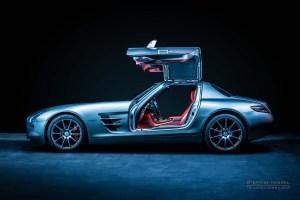 Mercedes-Benz AMG SLS, Seitenansicht von links, Flügeltüren offen, Autofotograf: Stephan Hensel, Oldtimerfotograf, Hamburg