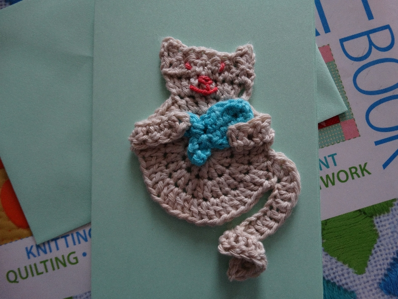 Cat with fish - Patons Washed Cotton DK