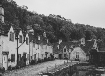 stephanie-green-wedding-photographer-castle-combe-chippenham-cotswolds-old-england-english-village-17