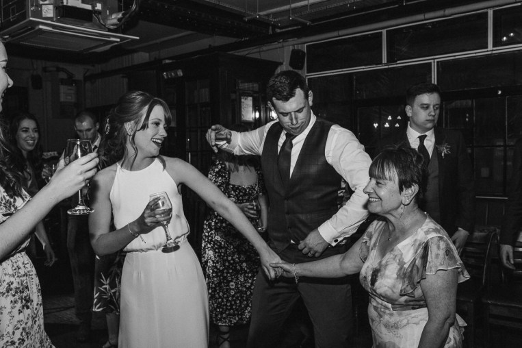 stephanie-green-wedding-photography-amy-tom-islington-town-hall-wedding-depot-n7-industrial-chic-pub-1017