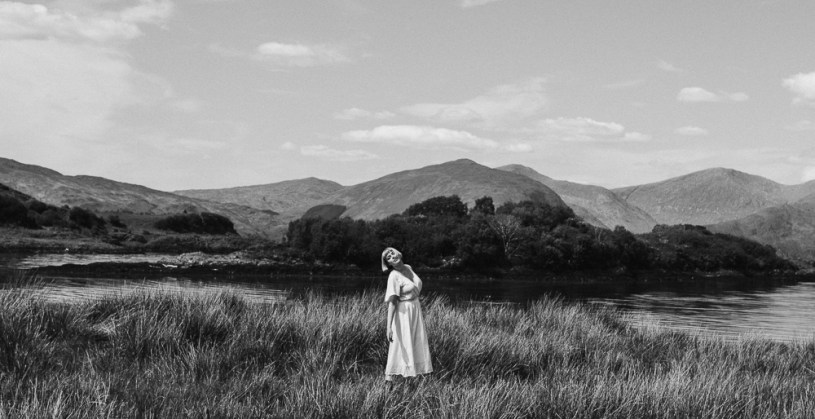 stephanie-green-weddings-london-isle-of-lismore-oban-scotland-travel-lifestyle-crofting-cottage-ferry-rustic-thatched-roof-45