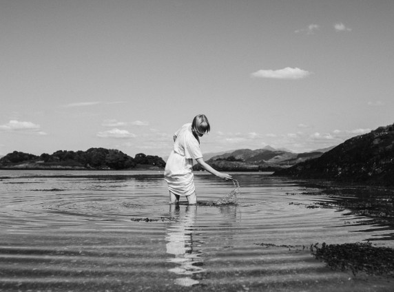 stephanie-green-weddings-london-isle-of-lismore-oban-scotland-travel-lifestyle-crofting-cottage-ferry-rustic-thatched-roof-51