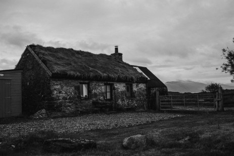 stephanie-green-weddings-london-isle-of-lismore-oban-scotland-travel-lifestyle-crofting-cottage-ferry-rustic-thatched-roof-85