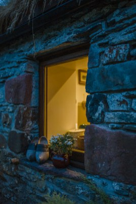 stephanie-green-weddings-london-isle-of-lismore-oban-scotland-travel-lifestyle-crofting-cottage-ferry-rustic-thatched-roof-89