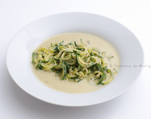 vegetarian-keto-friendly-zoodles-bowl-lunch-dinner-zucchini-noodles-cream-garlic-alfredo-sauce-stephanie-de-montigny-ottawa-foodie-blog, keto-friendly zoodles alfredo