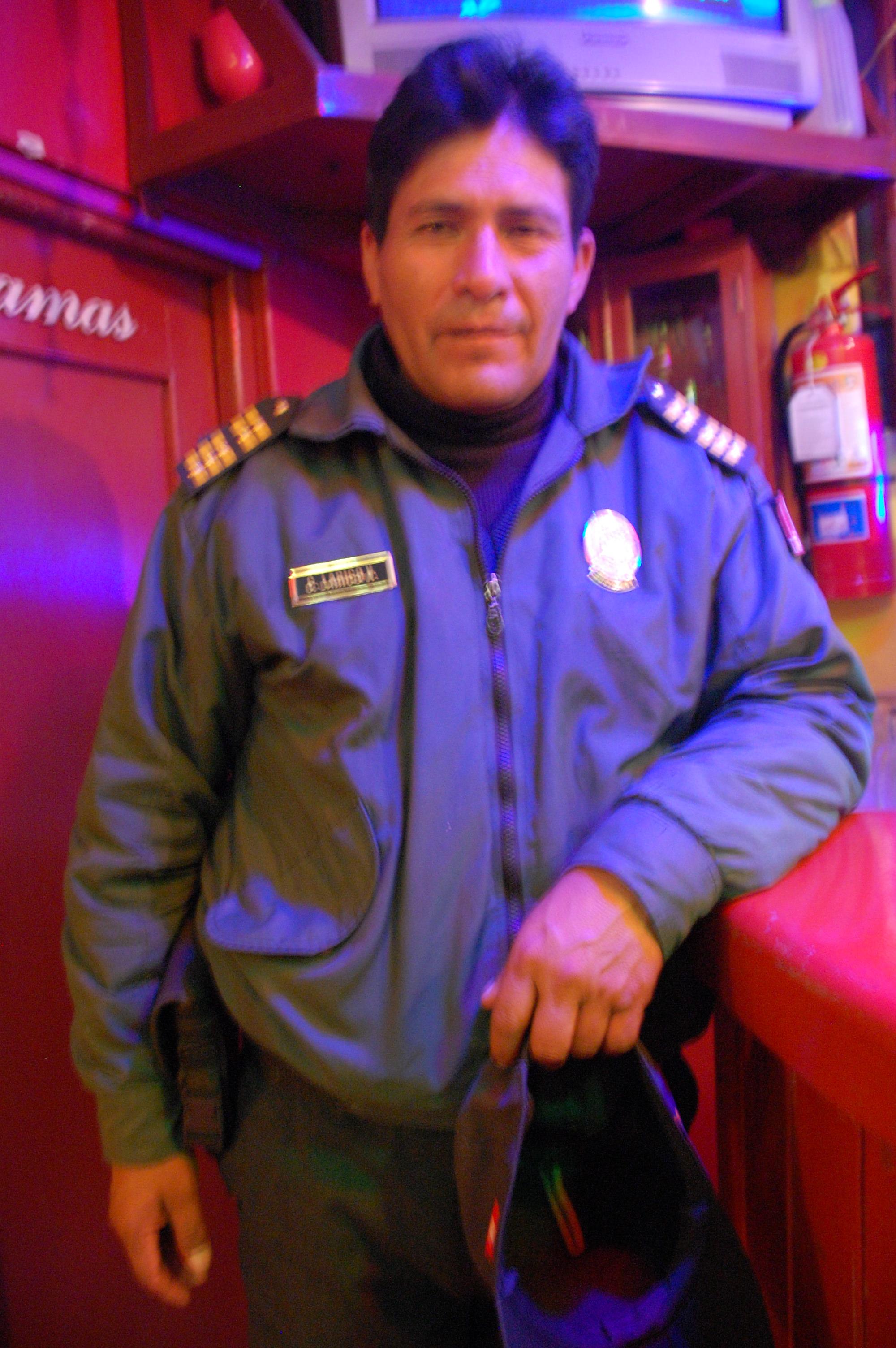 Peruvian police get-up