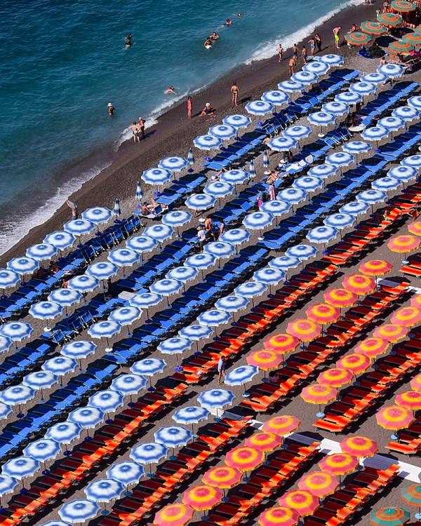 spiaggia-grande-umbrellas-positano-italy-photography-wall-art-print-stephanie-janett