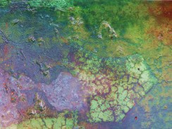 Layers of water/Overlaid on lichen rock/Make an abstract plane