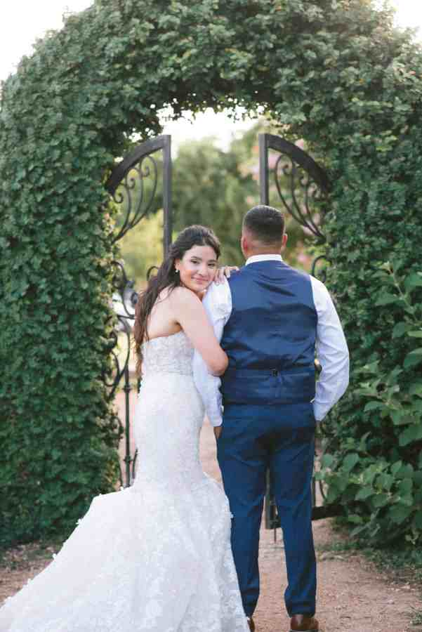 blush and gold wedding at Thistlewood manor & gardens