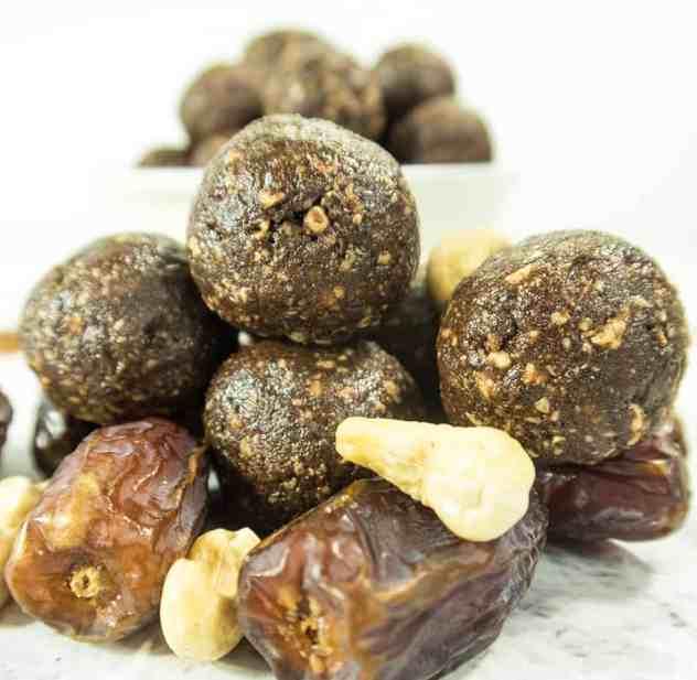4 Ingredient Chocolate Energy Balls