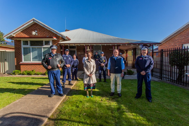 Steph Cooke and Minister David Elliott stand with Police Officers at the front of the Young Police Station.
