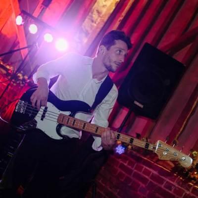 Norfolk wedding photographer – wedding band bassist