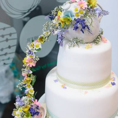 Norfolk wedding photographer – wedding cake