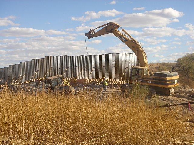 us-mex-wall-under-construction.jpg