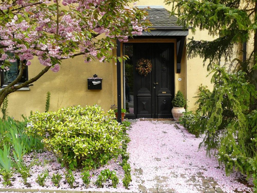house-entrance-255132_1920