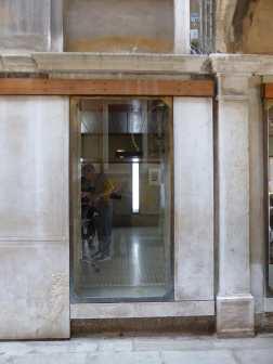 Olivetti Showroom, Venice - Carlo Scarpa 05_Stephen Varady photo ©