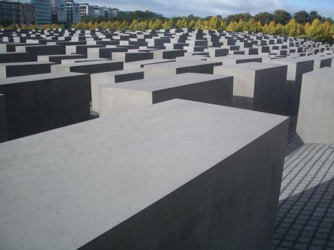 Holocaust Memorial by Peter Eisenman 05_Stephen Varady Photo
